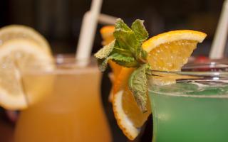 Алкогольный коктейль «Виски с вишней»: рецепт с фото